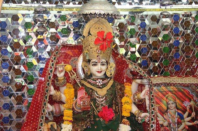 नवरात्री स्पेशल : नौ देवियों के नौ मंत्र जो देते हैं चमत्कारी फल